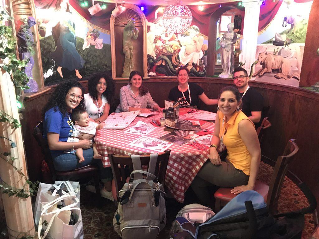 Grupo latinos | Plata con Plática