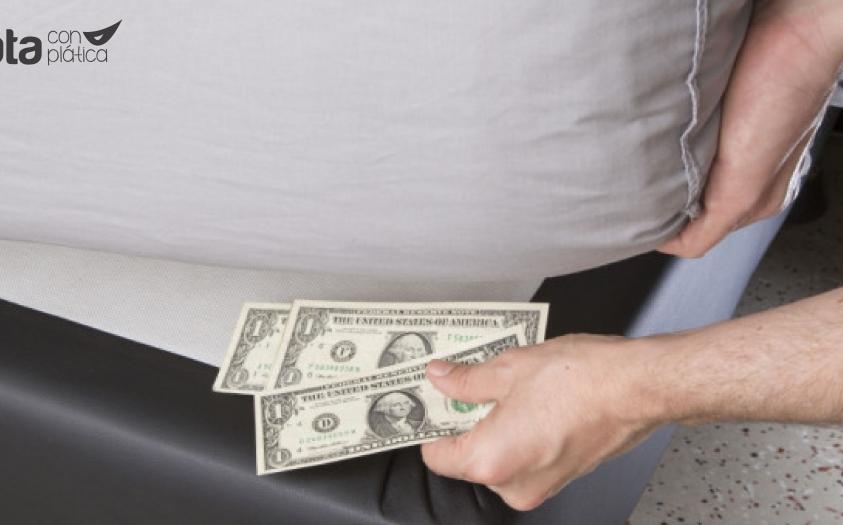 ¿Debo sacar mi dinero del banco y guardarlo bajo el colchón?